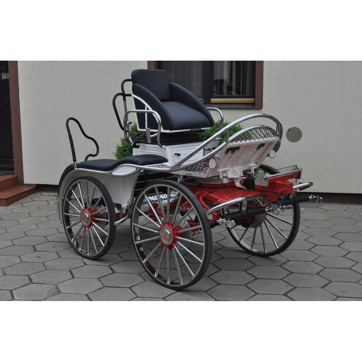 voiture hippomobile pour atteler 4 chevaux attelage. Black Bedroom Furniture Sets. Home Design Ideas